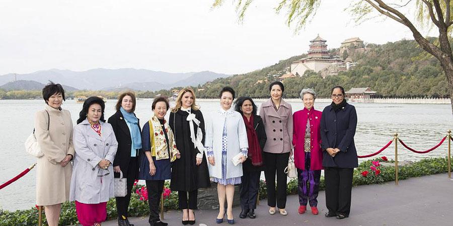 彭丽媛邀APEC部分领导人夫人参观颐和园
