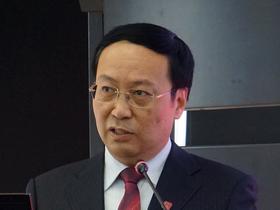 <b>中国社科院财经战略研究院院长高培勇:</b>探索中国特<br />色新型智库,必须解决功能定位、学科建设、作业方式、<br />价值取向四大问题。