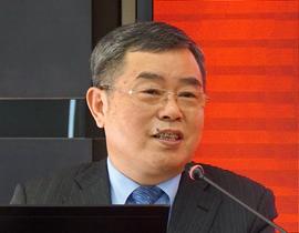 <b>社科院副院长李扬:</b>目前金融运行的基准不牢靠,<br />即利率没有市场化,汇率没有常态化,收益率曲线还<br />没有形成。