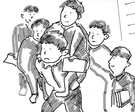 22名男生轮流背断腿同学