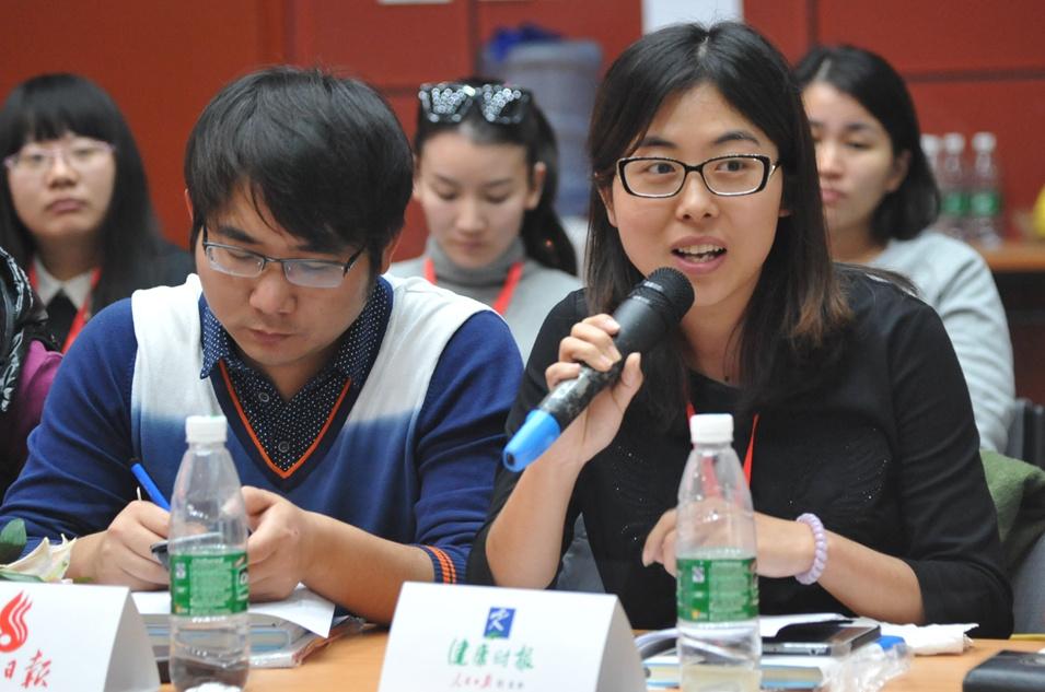 记者提问 谢舒娜摄