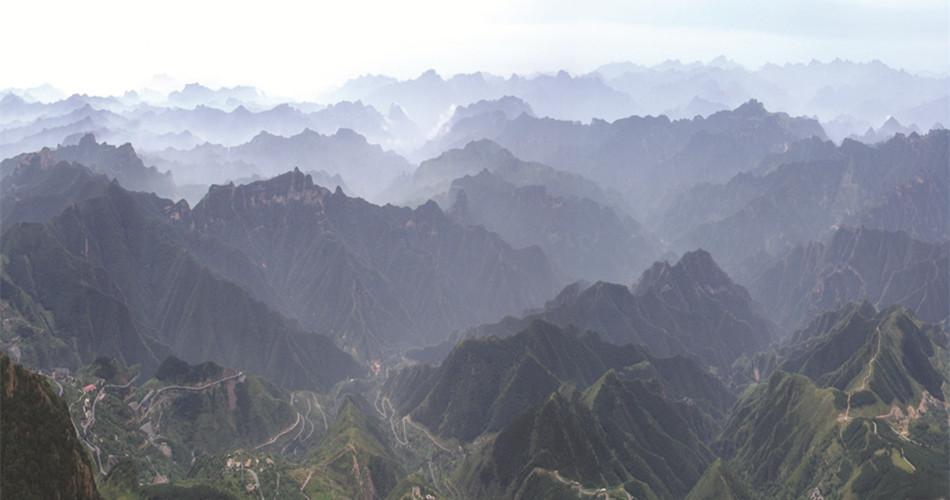 野三坡位于中国北方两大山脉交汇处