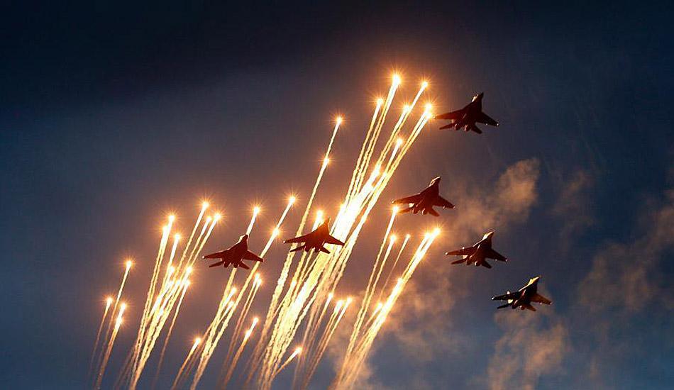 【图刊】国外阅兵式上的空中芭蕾