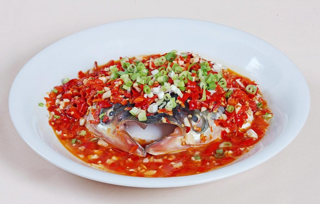 大厨教你在家做剁椒鱼头 越吃越红火