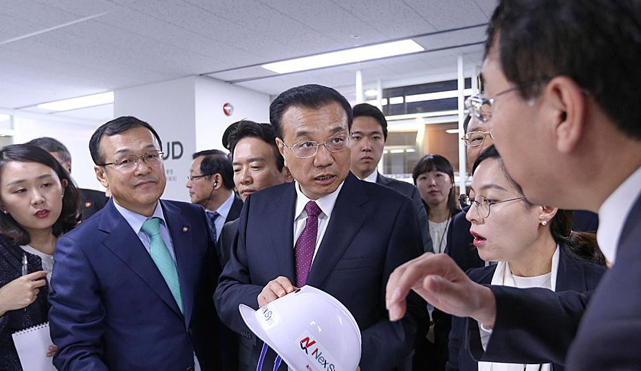 李克强参观韩国京畿道创造经济革新中心