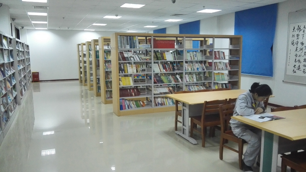 如今职工活动中心的阅览室