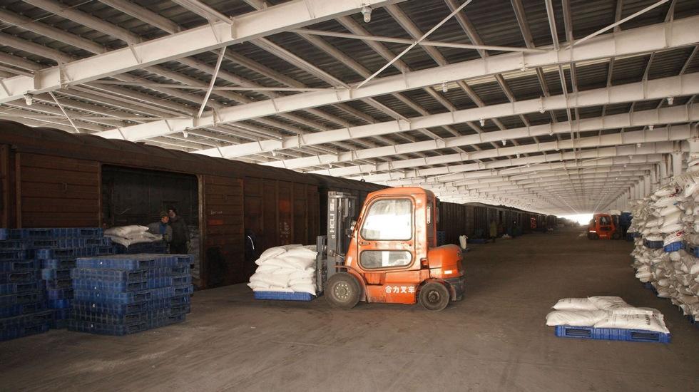 罗布泊腹地的哈罗铁路,罗钾产品在这里装车。