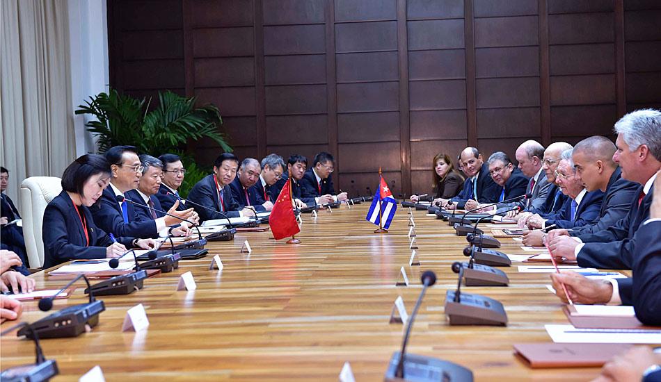 李克强同古巴国务委员会主席兼部长会议主席劳尔・卡斯特罗举行会谈