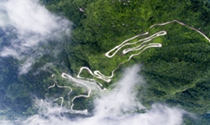 《山路十八弯》 摄影:许跃辉