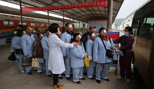 中石化光明号健康快车驶入四川资阳。