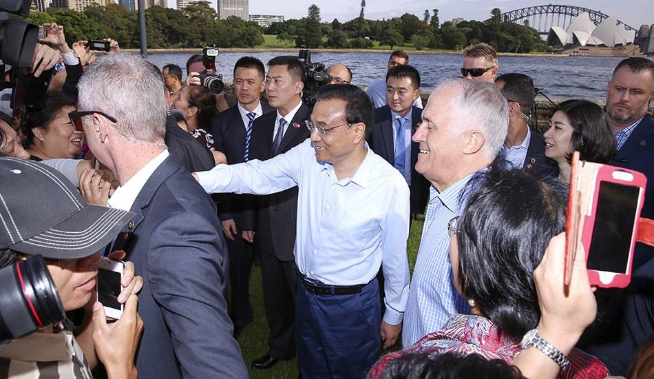 李克强与澳大利亚总理特恩布尔悉尼湾散步