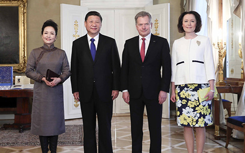 习近平同芬兰总统尼尼斯托举行会谈