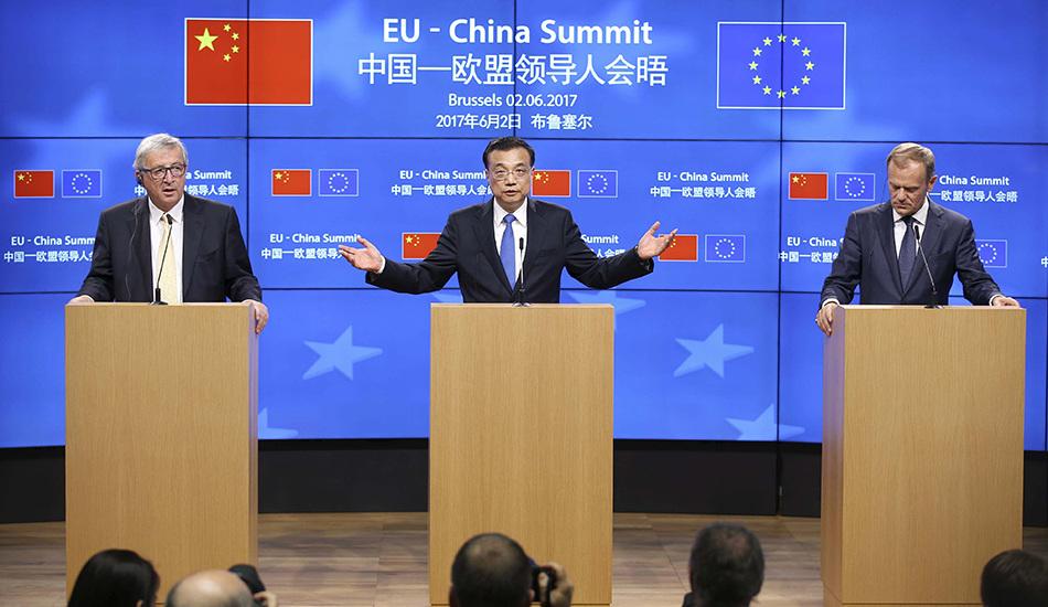 李克强与欧洲理事会主席图斯克和欧盟委员会主席容克共见记者