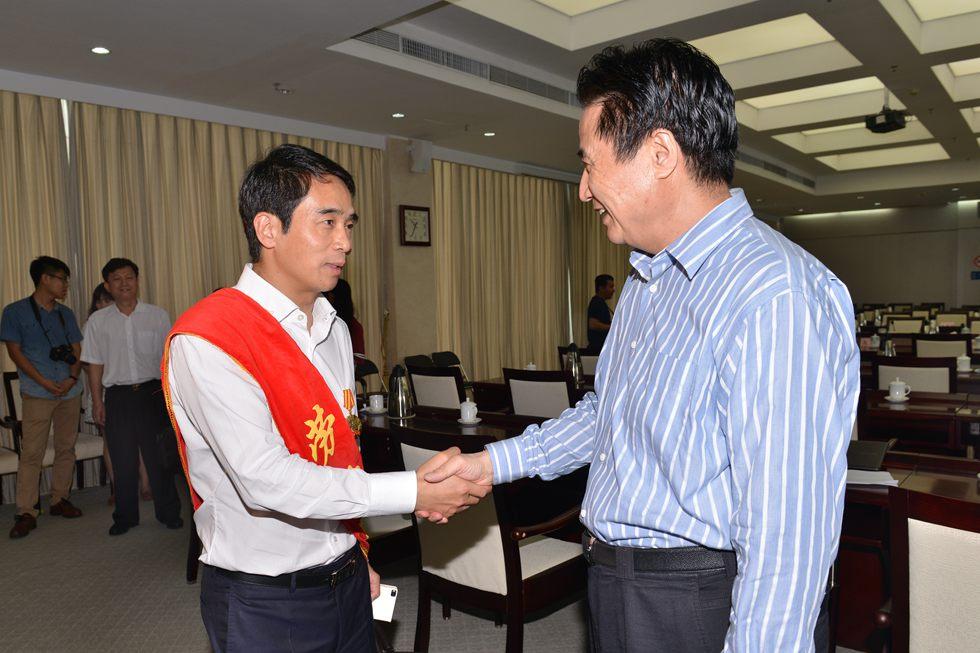 """2015年5月,海航党委李先华副书记当选""""全国劳动模范""""。"""