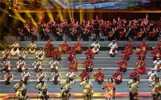庆祝内蒙古自治区成立70周年文艺晚会在呼和浩特举行