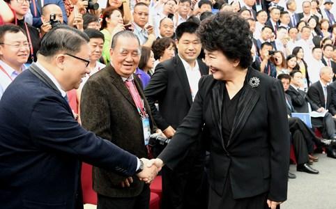 裘援平会见海外华文媒体嘉宾
