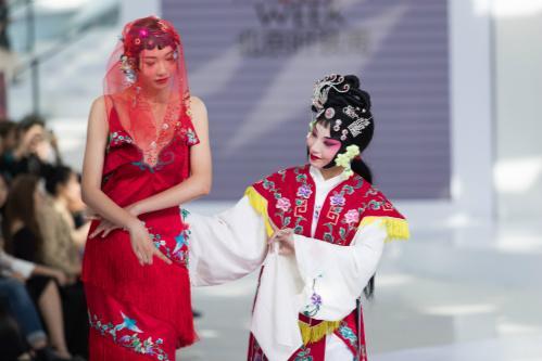 大中华地区首家国际模特经纪公司ELITE World宣布与2017年北京时装周携手合作,主办2017 ELITE NEW SUPERS伊丽新秀模特精英盛典。
