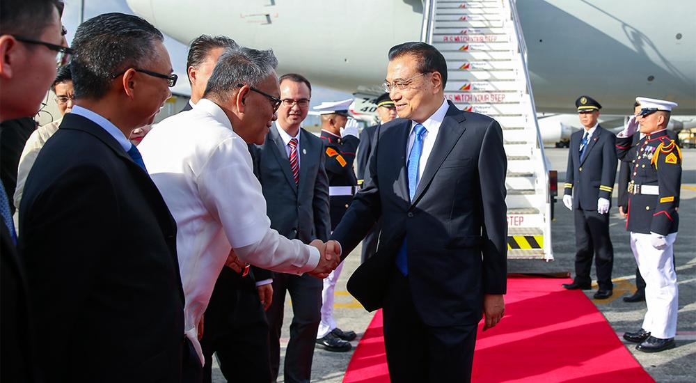 李克强抵达马尼拉出席东亚合作领导人系列会议并对菲律宾进行正式访问