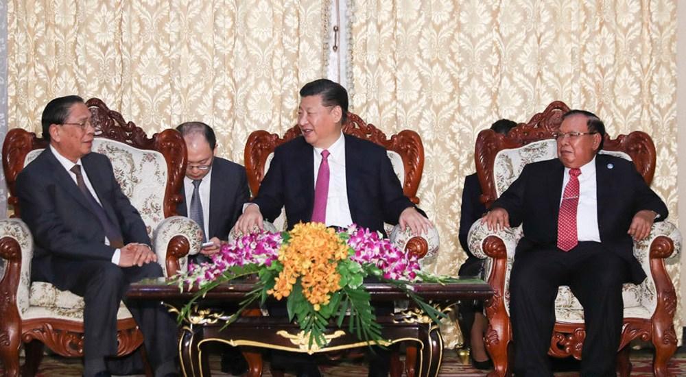 习近平会见老挝人民革命党中央委员会前总书记、前国家主席朱马里