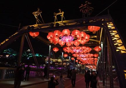 百年黄河老桥挂起红灯笼 喜迎元宵节