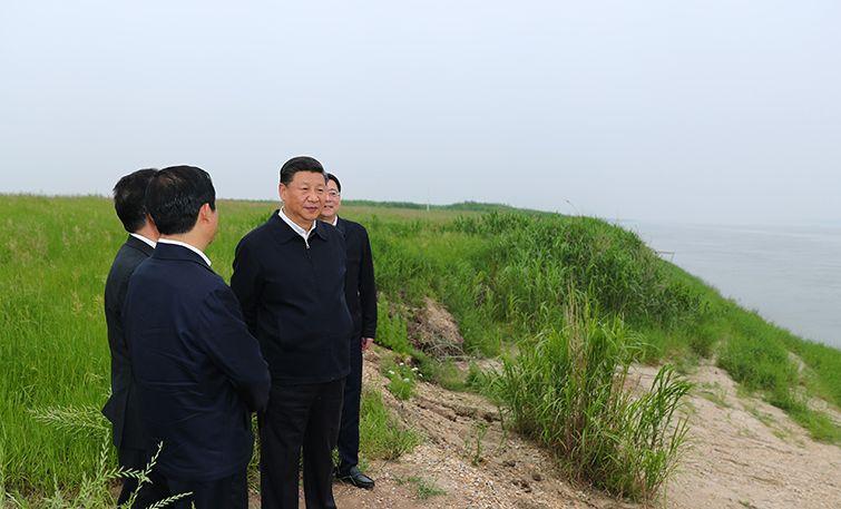 习近平前往长江岳阳段考察
