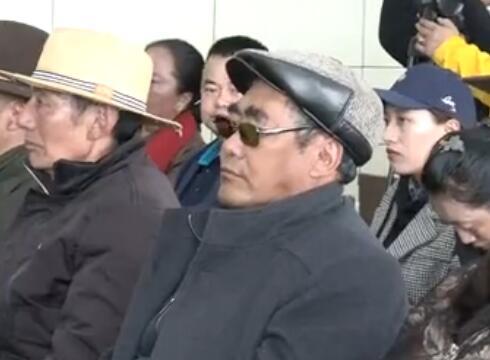 西藏民众谈家乡感慨多