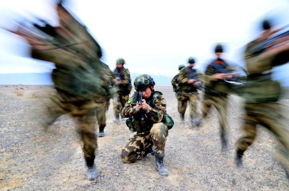 新疆哈密边防开展远程拉练