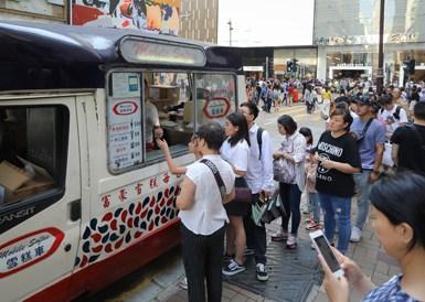 香港出入境人数大增 尖沙咀游客爆满