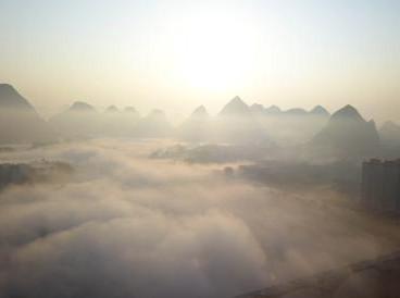 航拍广西大化平流雾景观 宛若仙境