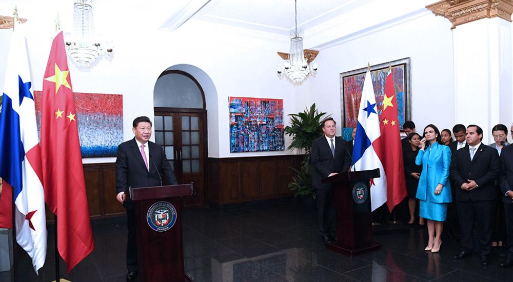 习近平和巴雷拉共同会见出席中巴经贸合作论坛的双方企业家代表