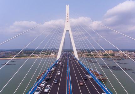 中国首座跨地震断层跨海桥梁海南海文大桥开通