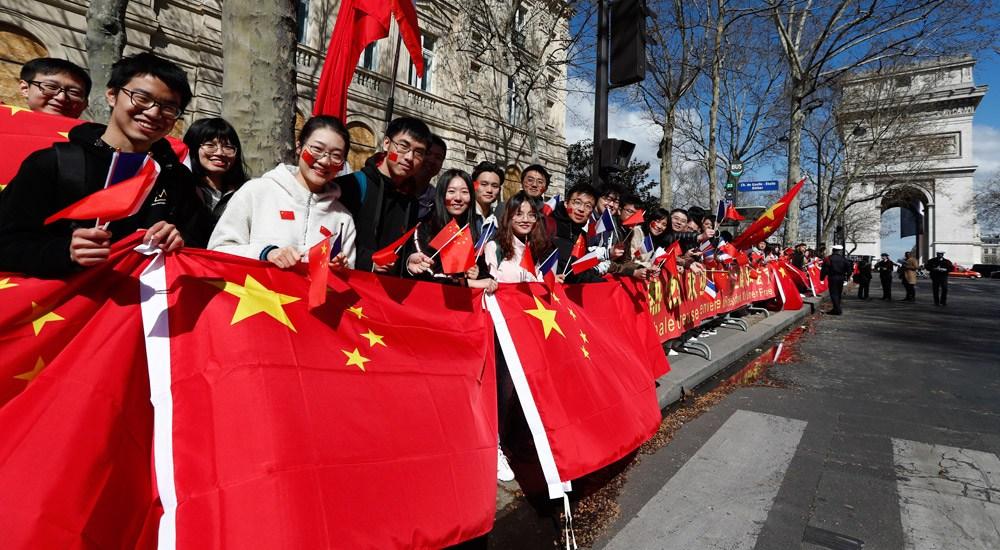 华侨华人和留学生代表热烈欢迎习近平主席访问法国