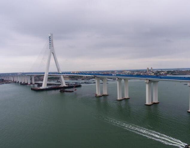 中国首座跨地震断层跨海桥梁开通