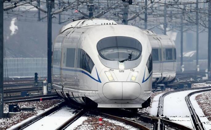 乘着高铁去踏青 多条观光线路保障便捷出游