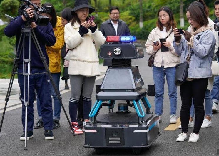 安保巡逻机器人助力2019数博会