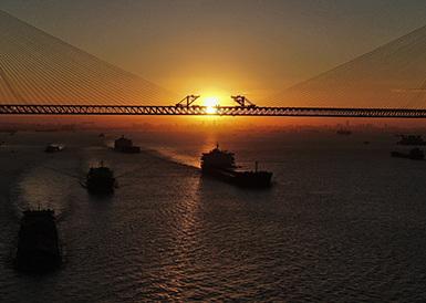 沪通长江大桥全桥合龙