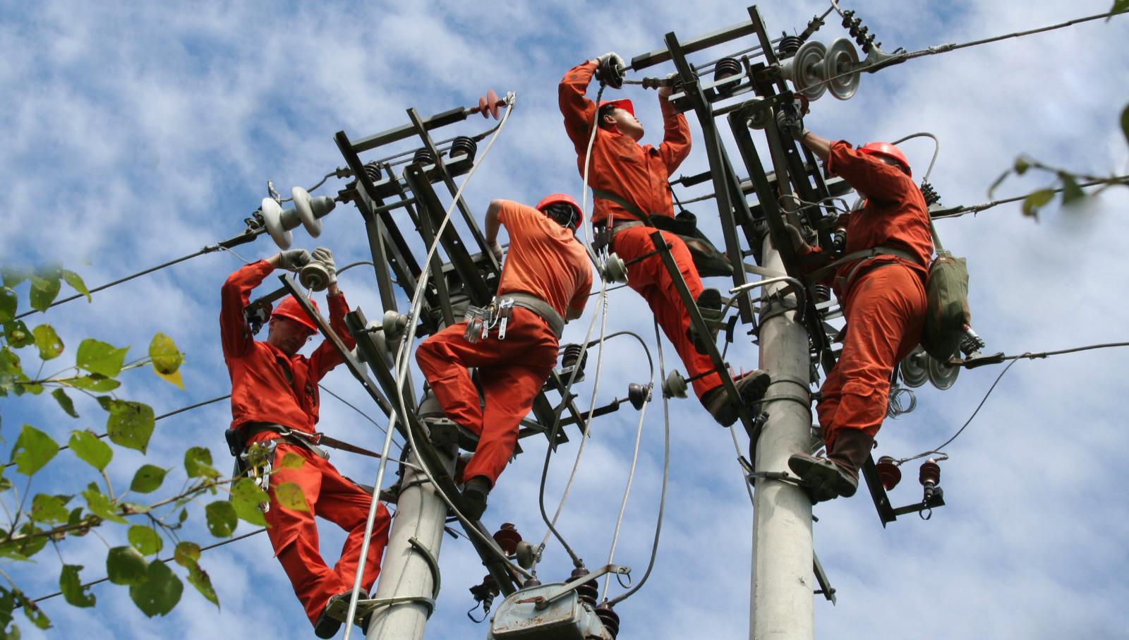 电力系统加强主业管理,确保油田厂网安全平稳经济运行。
