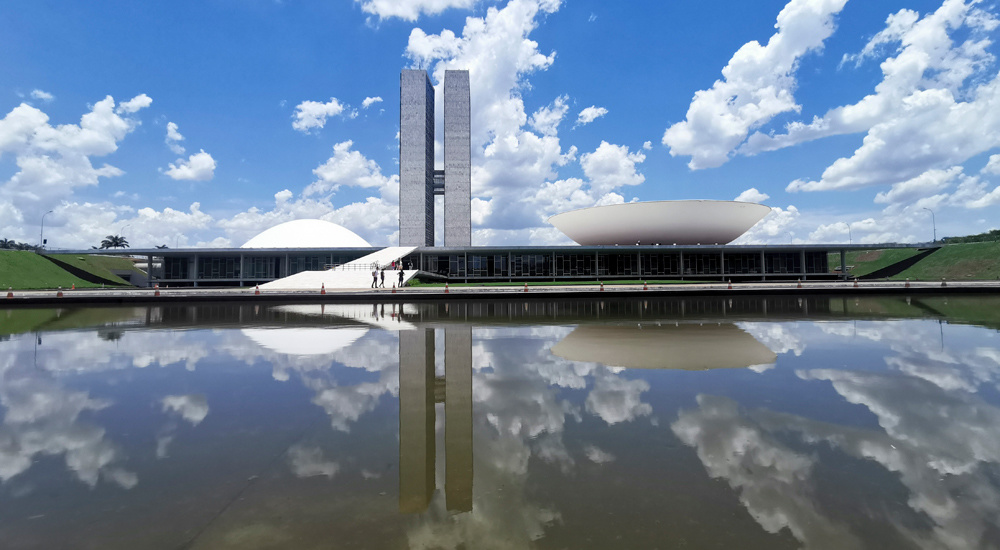 游客在巴西利亚国会大厦参观