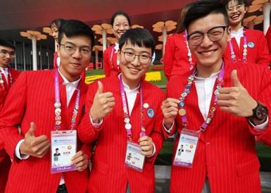 第二届进博会闭幕在即 志愿者留下美丽微笑