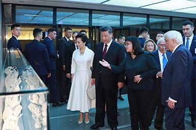 习大大和希腊总统共同参观雅典卫城博物馆