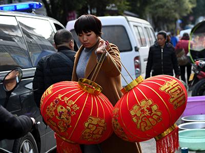 各地民众共度春节