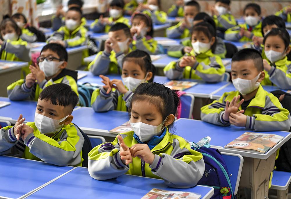 新疆中小学和中职学校全面开学复课