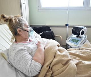 """意大利医院启用""""机器人护士""""照顾患者"""