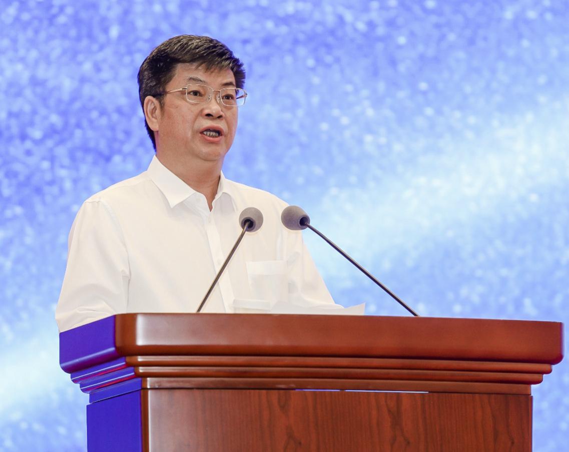 徐文荣在论坛上讲话
