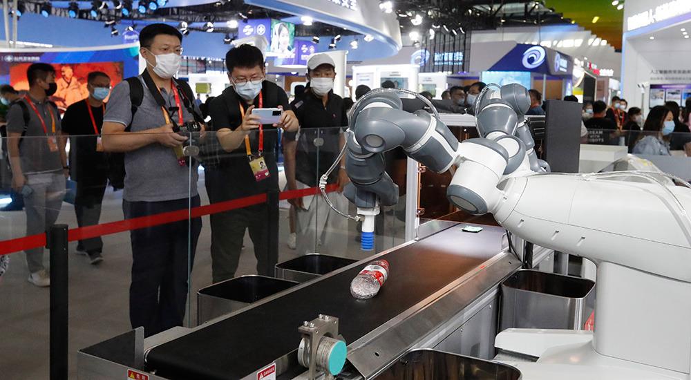 垃圾分类机器人亮相服贸会