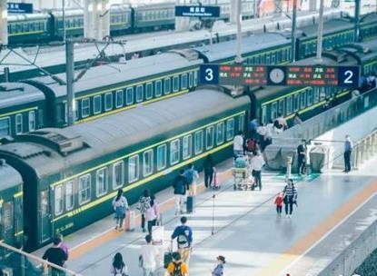 南昌火车站迎来节前客流高峰