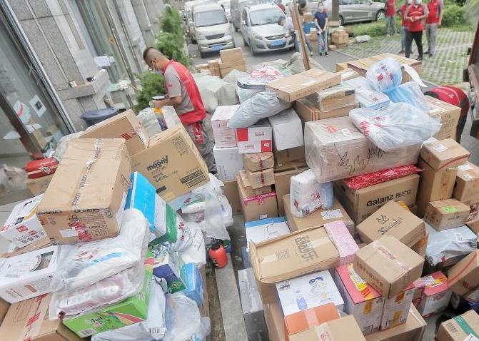 今年前9月中国快递业务量561亿件