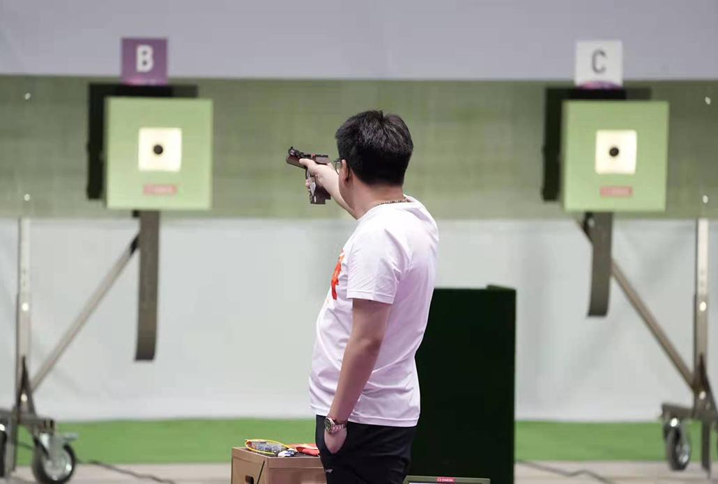 东京奥运男子10米气手枪决赛:庞伟摘铜