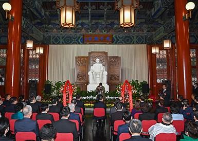 辛亥革命纪念活动参访团前往中山堂拜谒