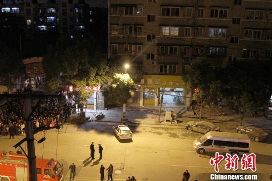 武汉一建设银行门口发生爆炸致2死10余伤(图)